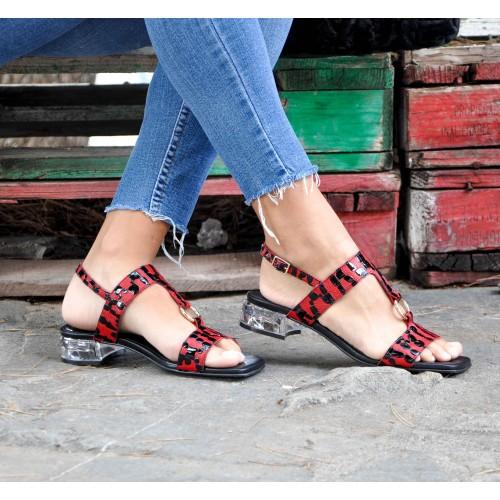 Sandales en cuir gravé...